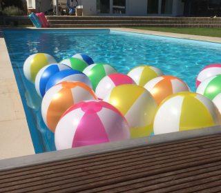 Swimming Pool mit Bällen